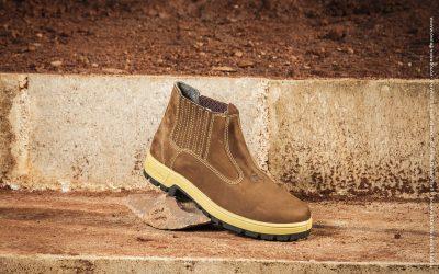 Como limpar botas de couro e camurça